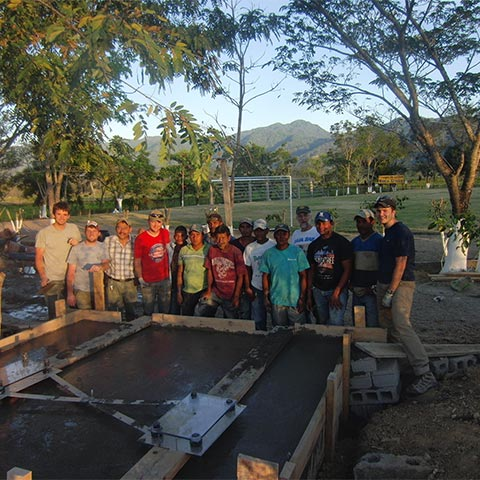 Mission team and local members from Honduras outdoors