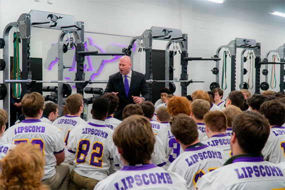 Trent Dilfer speaking to football team