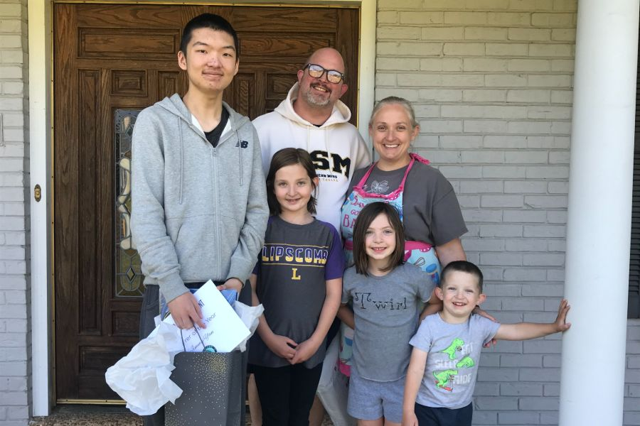 Class of 2020 graduate Jiaqing Yan from Jinan, China, with his host family
