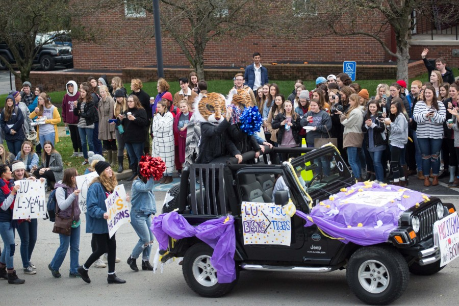 Homecoming_Parade_1