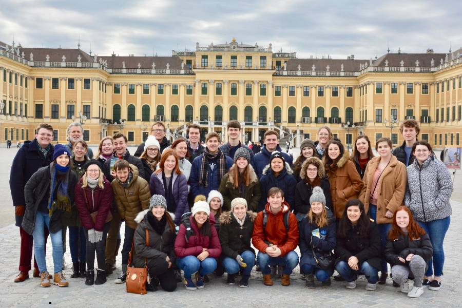 The traditional group picture and visit to Schönbrunn Palace