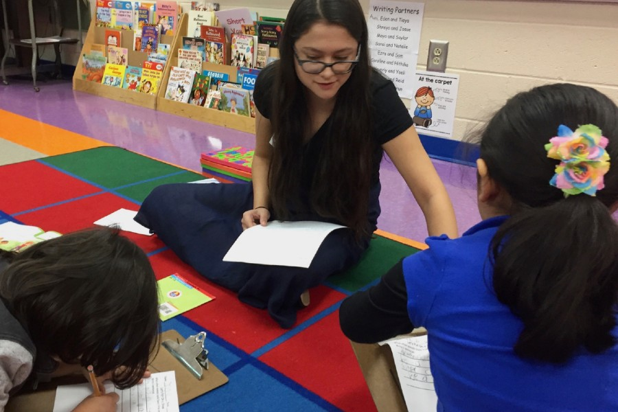 Pionero Scholars Elisa Martinez teaching during a student teaching placement