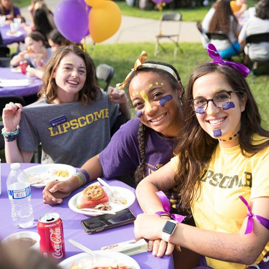 Students and Quest team members show off their Lipscomb gear during QuestWeek.